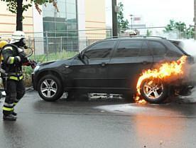 """Feuer-Chaoten schlagen wieder zu  -""""Brandnacht""""nach Demo"""